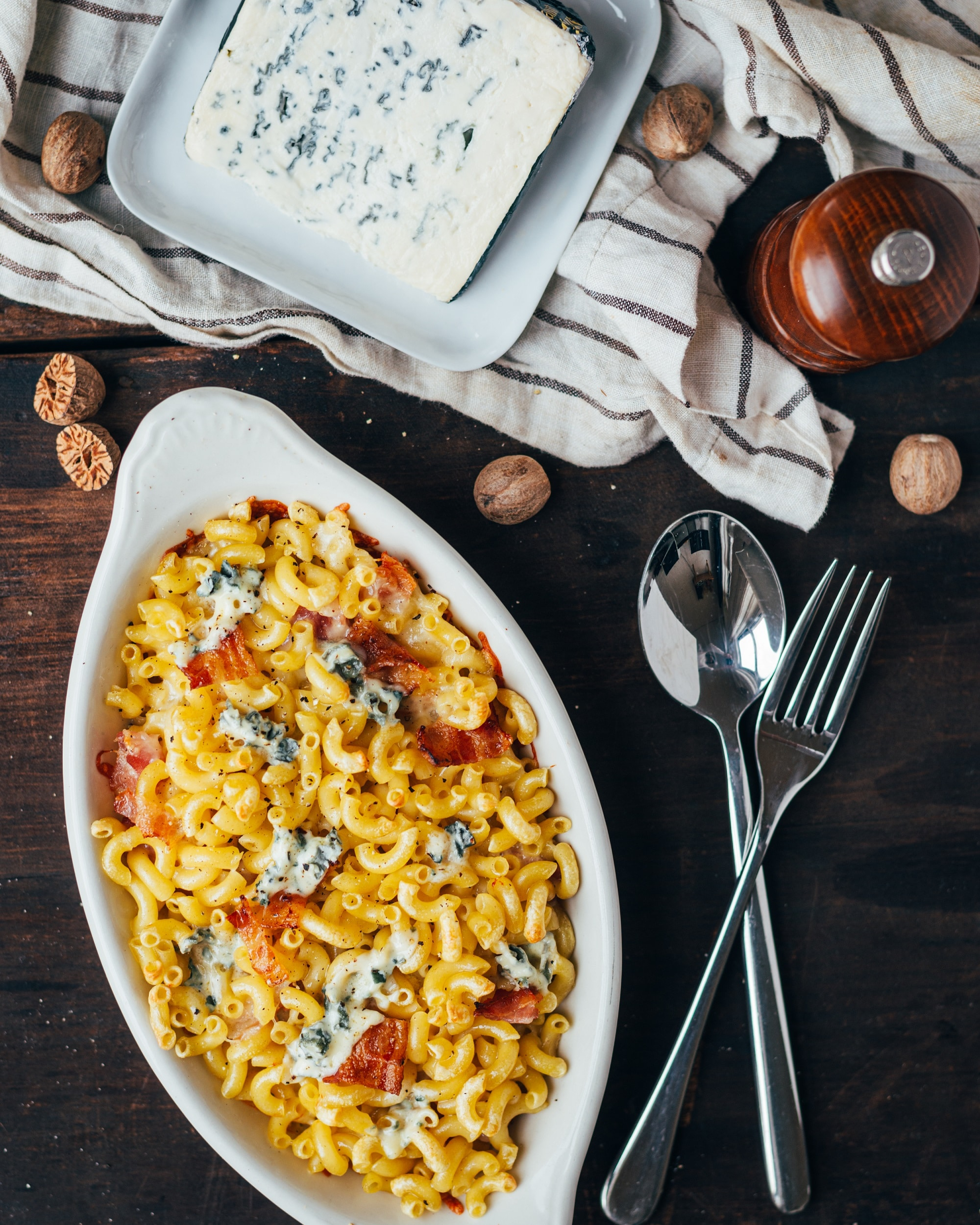 macaroni and cheese with saint agur blue cheese and bacon