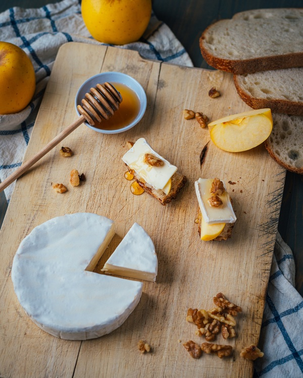alouette brie double crème with apple slice and nuts